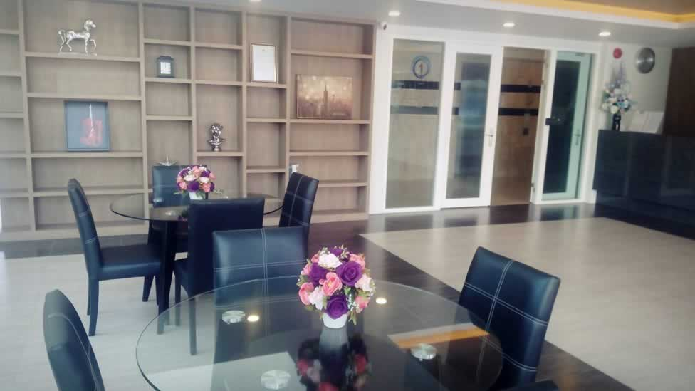 Seating area - Lobby at Ozone