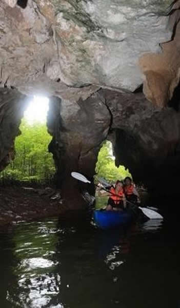 Krabi Kayaking in Caves at Borthor