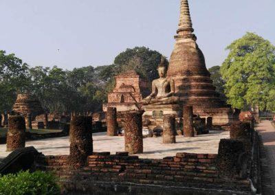 sukhothai - historical park - buddha with pagoda
