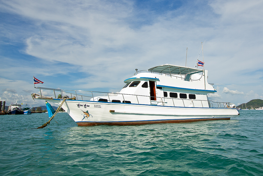 Boats of thailand boat charters with easy day thailand tours for Boat fishing games