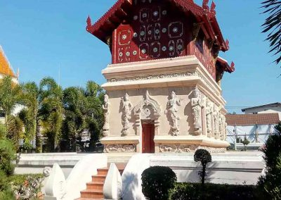 chiang mai, wat phra singh - garden with temple building