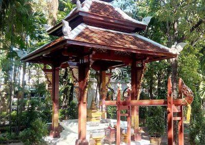 chiang mai, wat phra singh - small pagoda in garden