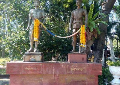 chiang mai,wat phra singh - kings monument
