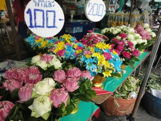 Wat Arun & Flower Market with Bangkok Sightseeing Tours by Easy Day Thailand Tours