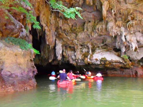 Kayaking Bor Thor, Krabi Thailand - Entering cave