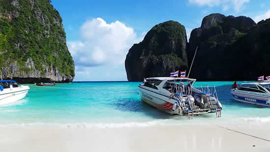 Koh Phi Phi Tour Krabi - Speedboats in Maya Bay